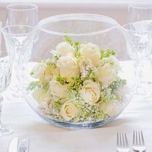 Εικόνα της Σύνθεση με λευκά τριαντάφυλλα